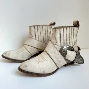 Understated Leather Matisse Distressed boots